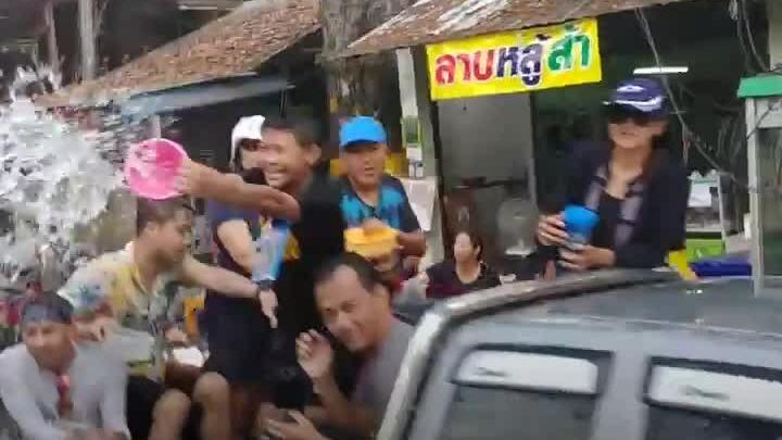 Tết té nước Thái Lan