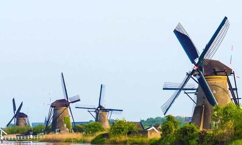 Ngôi làng cối xay gió nổi tiếng ở Hà Lan