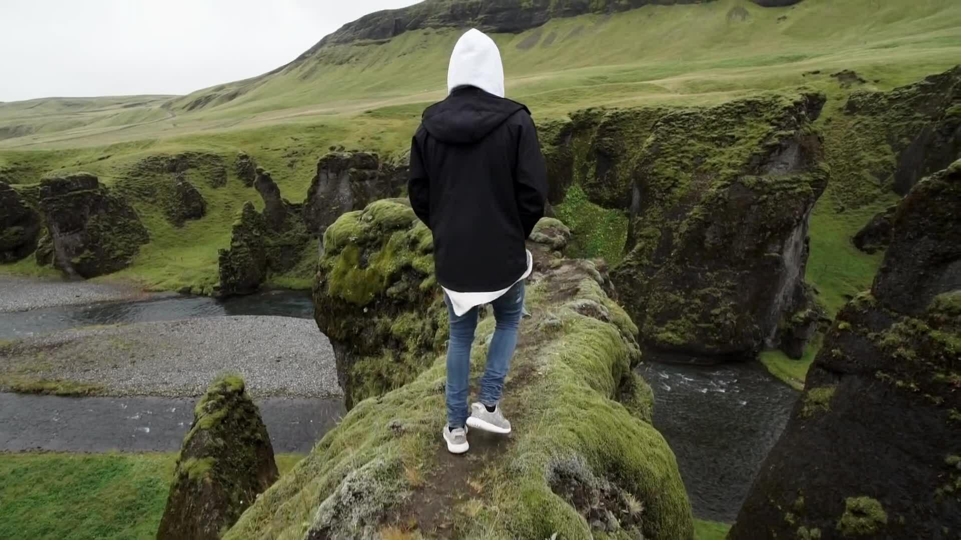 Iceland đóng cửa đại vực nổi tiếng nhờ lên MV của Justin Bieber