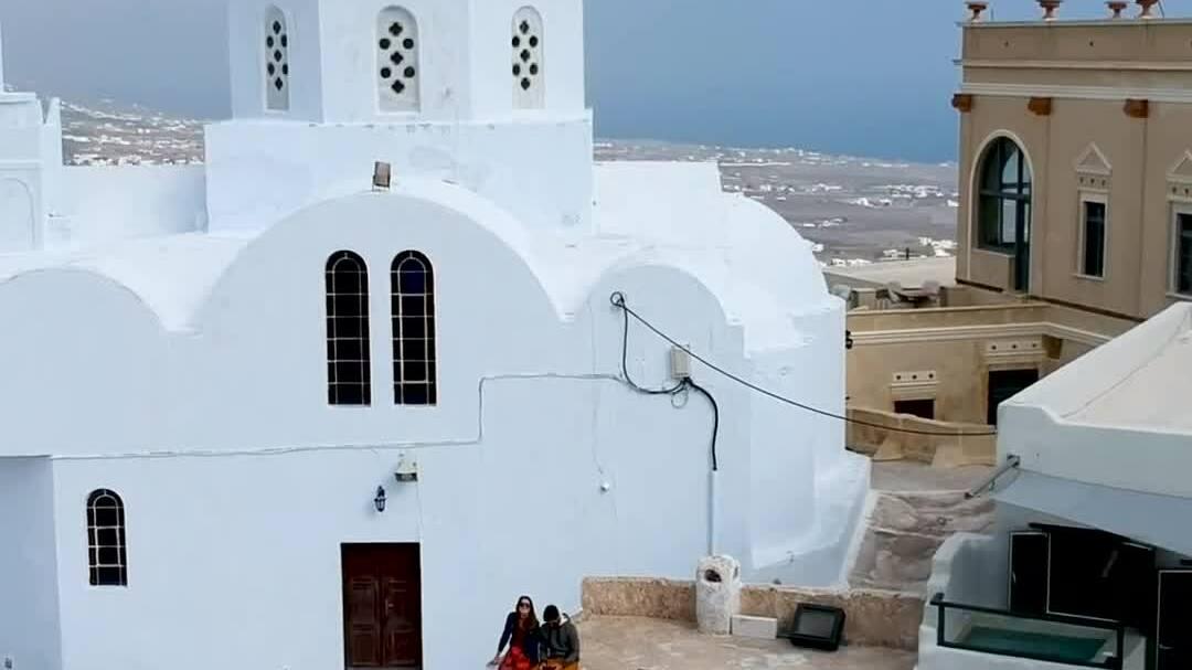 Vì sao Santorini sơn nhà màu xanh trắng?