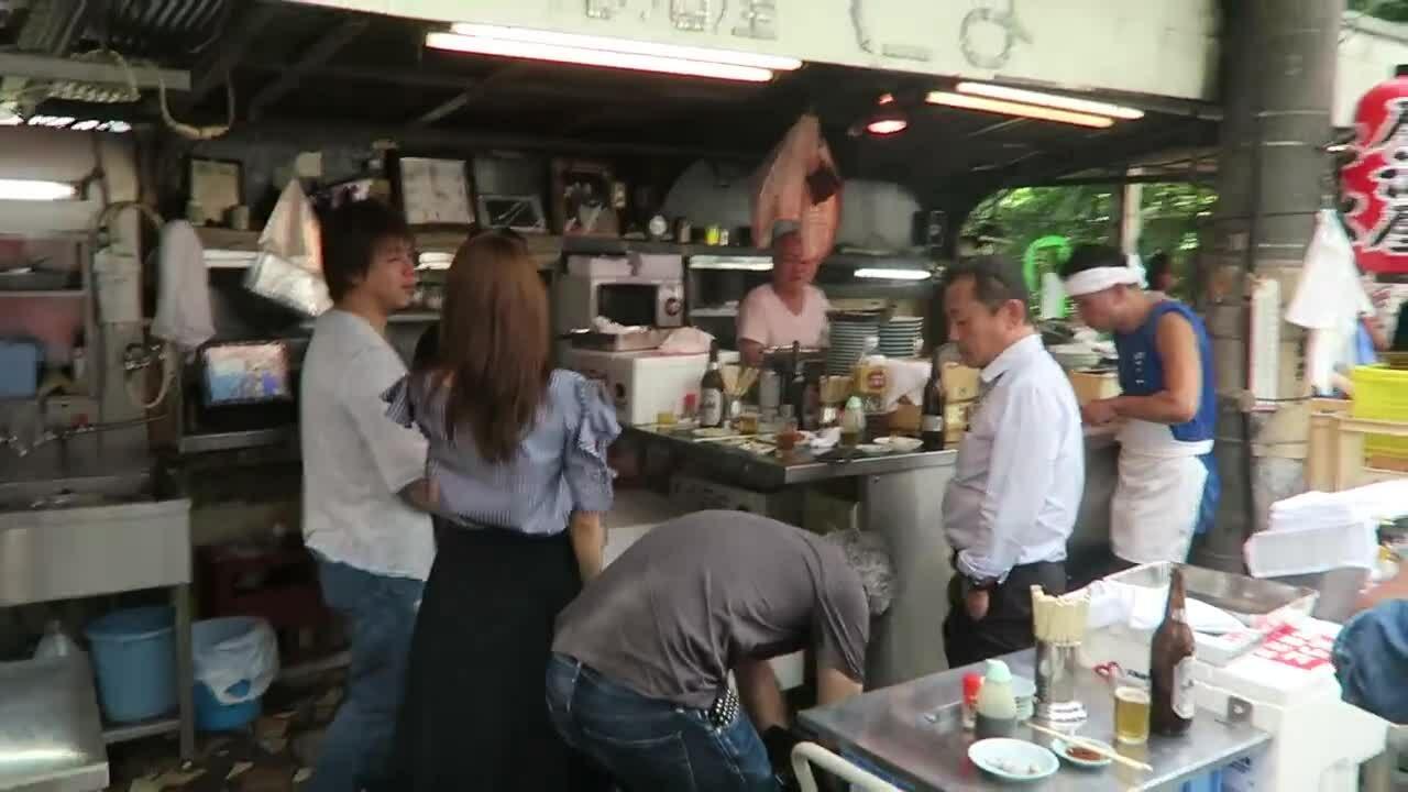 Quán ăn không có ghế vẫn đông nghịt khách ở Osaka