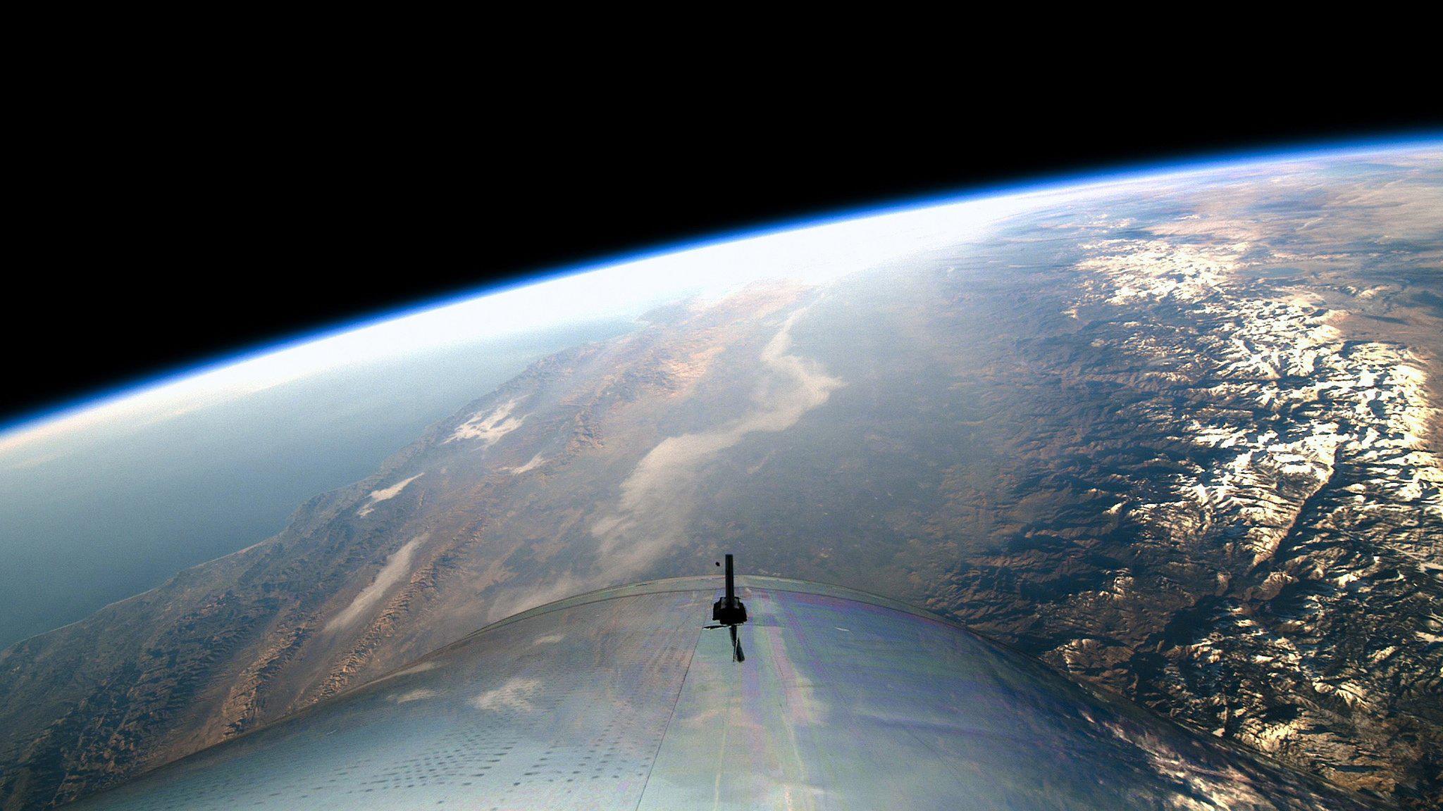 Trái Đất nhìn từ tàu vũ trụ đưa con người du lịch không gian