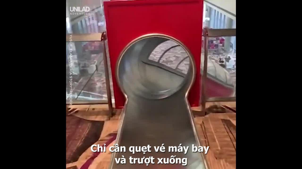 Cầu trượt đưa khách ra tận cổng máy bay ở sân bay Singapore