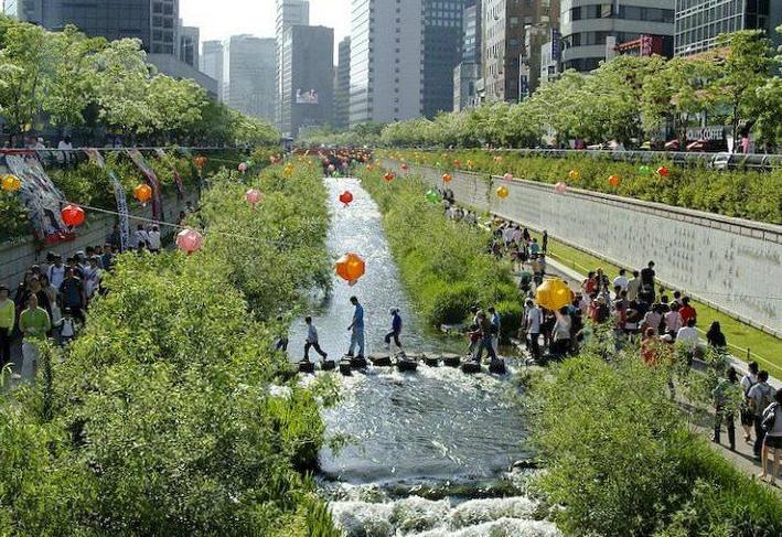 Cheonggyecheon - từ cống nước đen đến dòng suối mát của Seoul