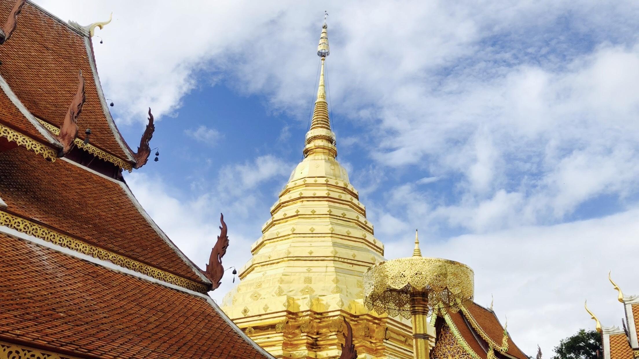 Ngôi chùa hơn 700 tuổi với bảo tháp mạ vàng ở Thái Lan