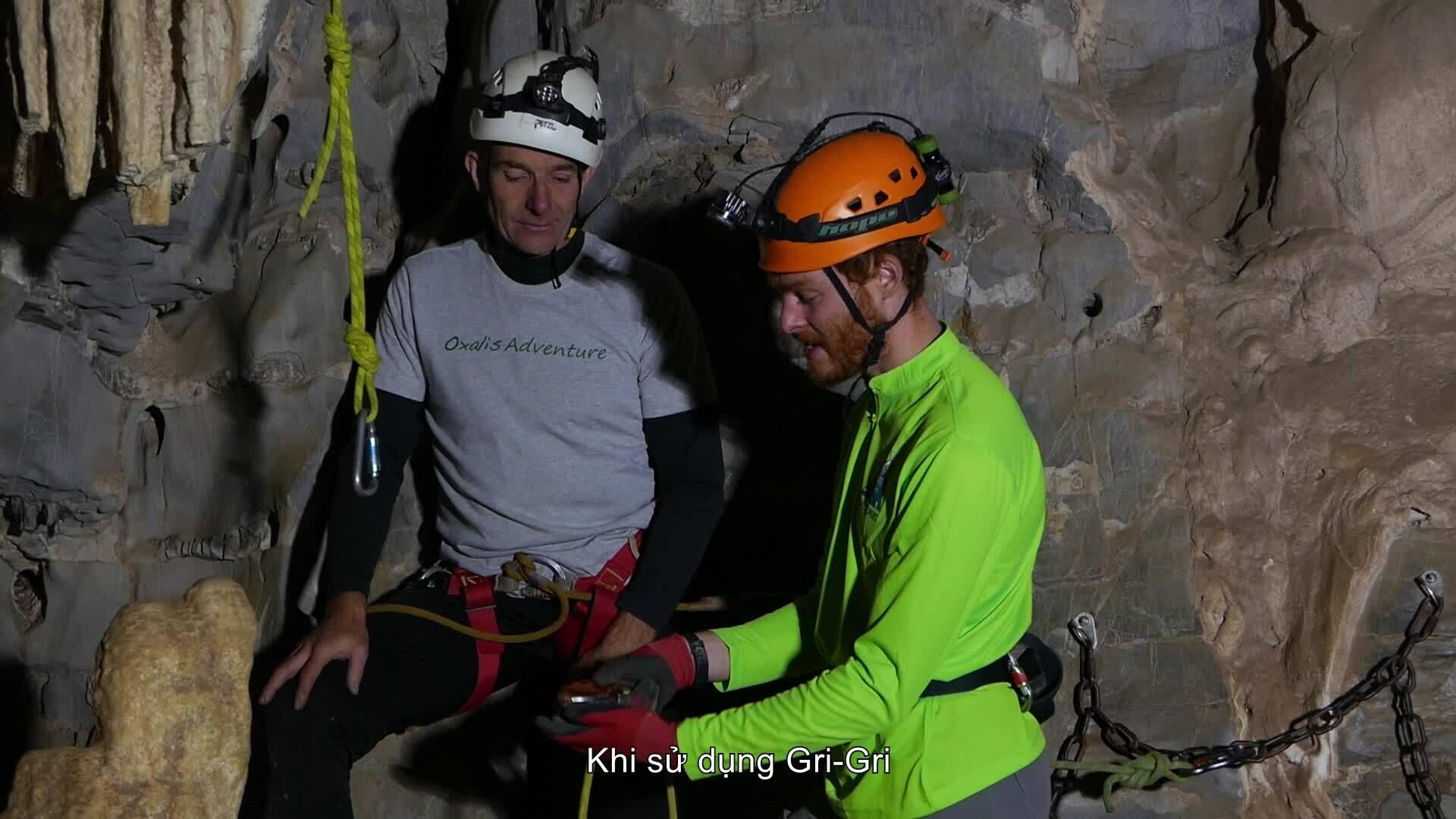 Cách sử dụng dây leo an toàn khi khám phá hang động