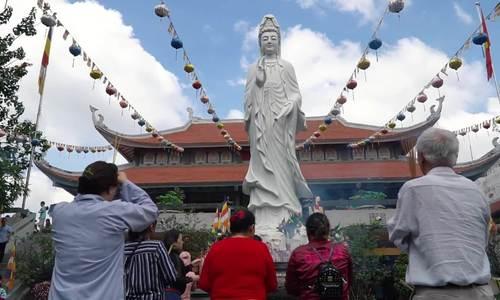 Hai ngôi chùa ở Sài Gòn đón đông người dân dịp Vu Lan