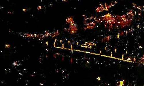 Phố cổ Hội An lung linh trong đèn hoa đêm rằm