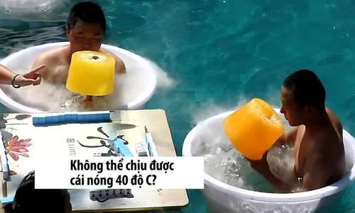 Khách Trung Quốc tắm bể nước đá, ăn kem khổng lồ tránh nóng