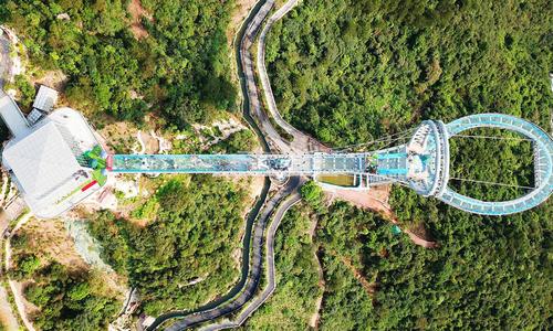 Cầu kính ở Trung Quốc phá vỡ kỷ lục thế giới