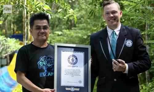 Máng trượt nước dài nhất thế giới khai trương ở Malaysia