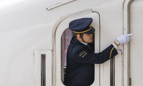 Vì sao nhân viên đường sắt Nhật Bản hay chỉ trỏ?