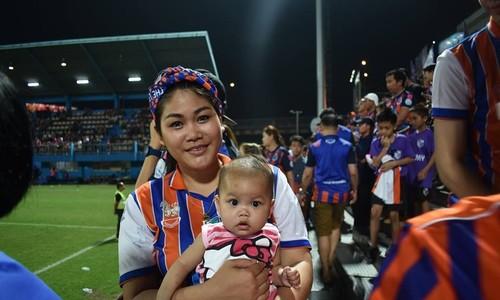 Văn hoá fan của CĐV Thái Lan trong mắt khách nước ngoài