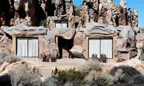 Khách sạn sang chảnh trong lòng núi đá ở châu Phi