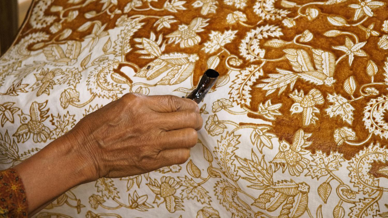 5 bước tạo nên vải batik của người Indonesia