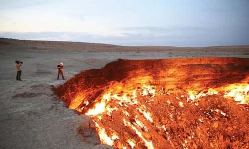 'Cổng địa ngục' cháy liên tục gần 50 năm