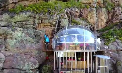 Ngủ trong hộp kính trên vách đá