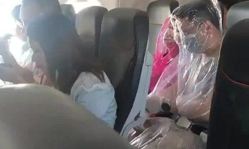 Hành khách bọc kín người vì sợ lây virus corona