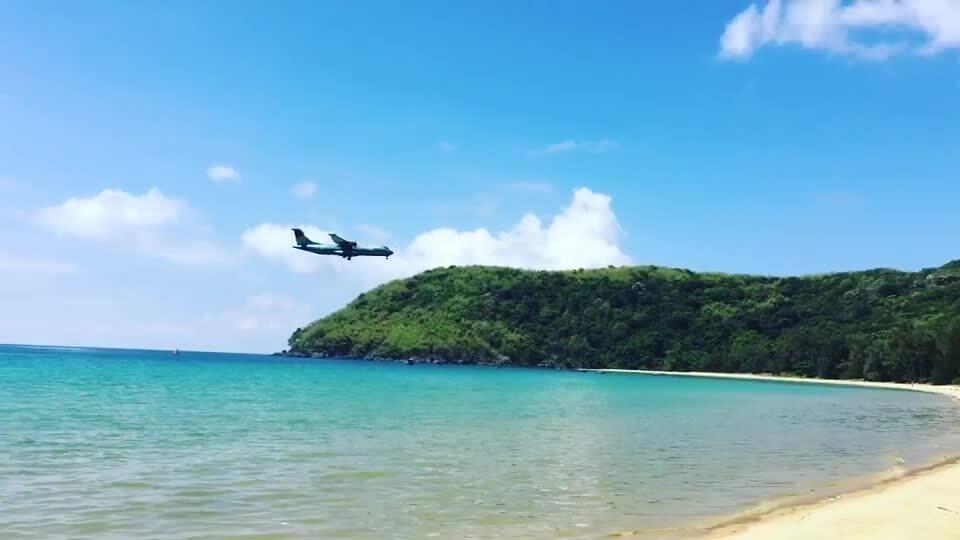 Máy bay hạ cánhsátbãi tắm