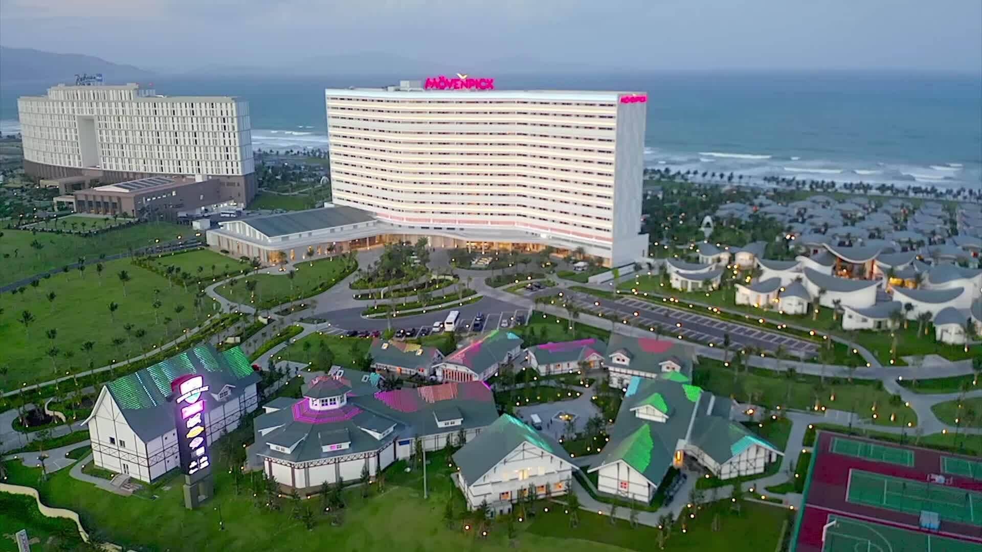 Mai Phương Thúy hưởng kỳ nghỉ 5 sao tại Mövenpick Resort Cam Ranh