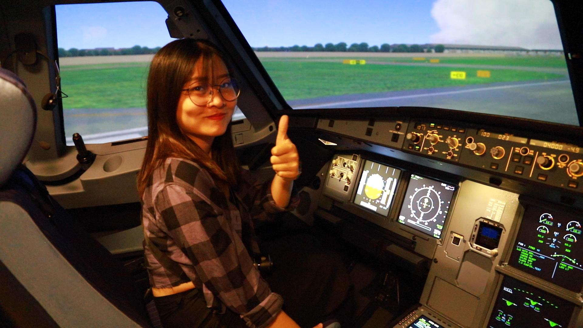 Trải nghiệm lái máy bay của du khách