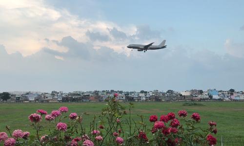 Hai quán cà phê ngắm máy bay hạ cánh
