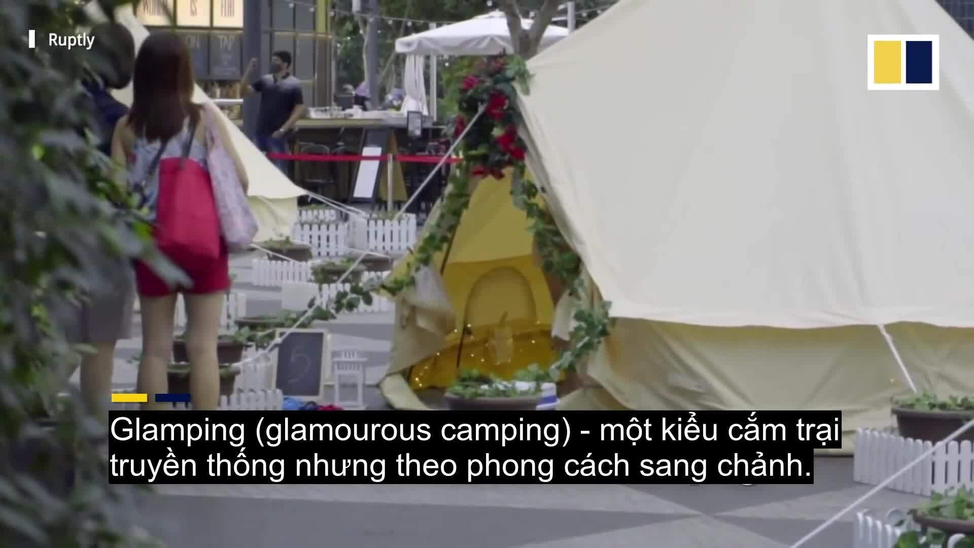 Cắm trại tận hưởng Giáng sinh trong sân bay Changi