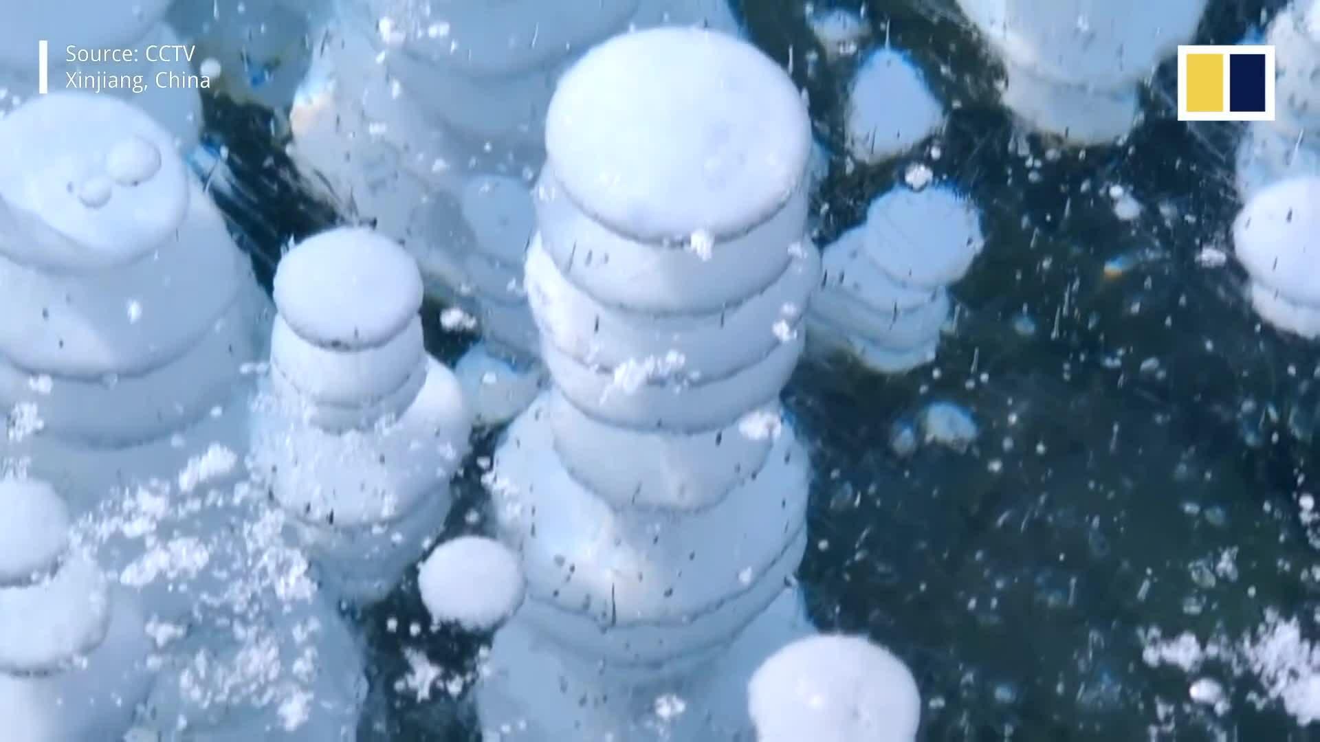 Hồ băng nổi bong bóng hút khách chụp ảnh