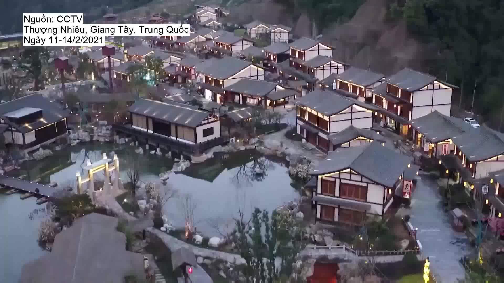 Ngôi làng sáng đèn nguyên tuần đón Tết