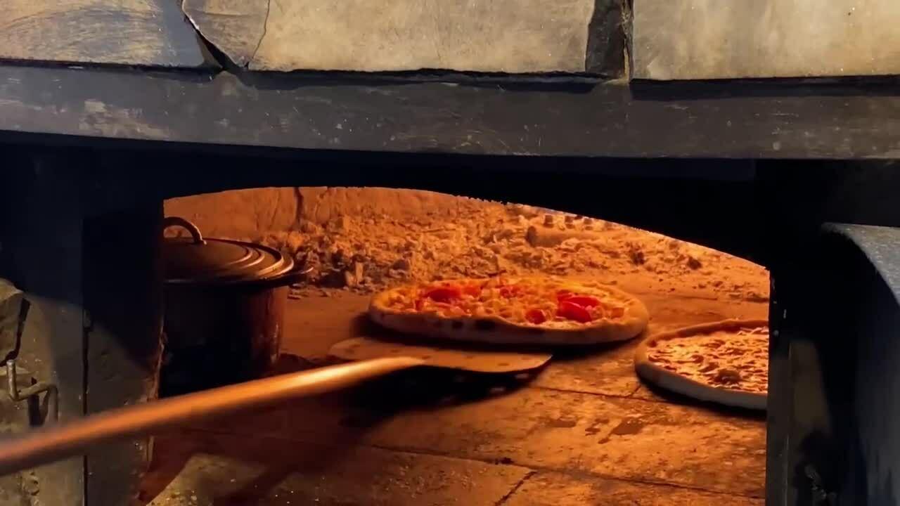 Ăn pizza lò củi giữa thị trấn sương mù