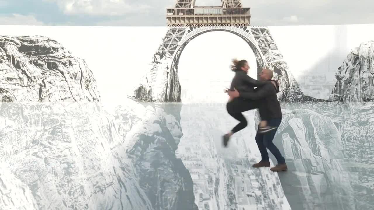 Khách check-in 'mạo hiểm' bên tháp Eiffel
