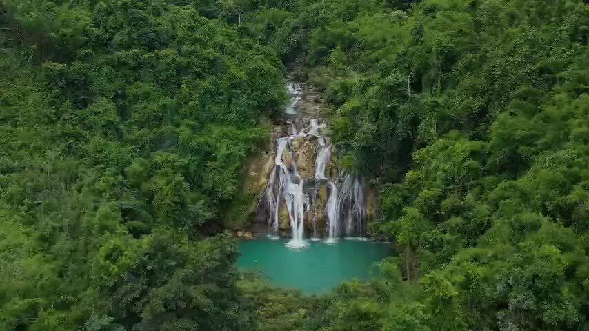 Khám phá thác nước hoang sơ ở Tây Trường Sơn