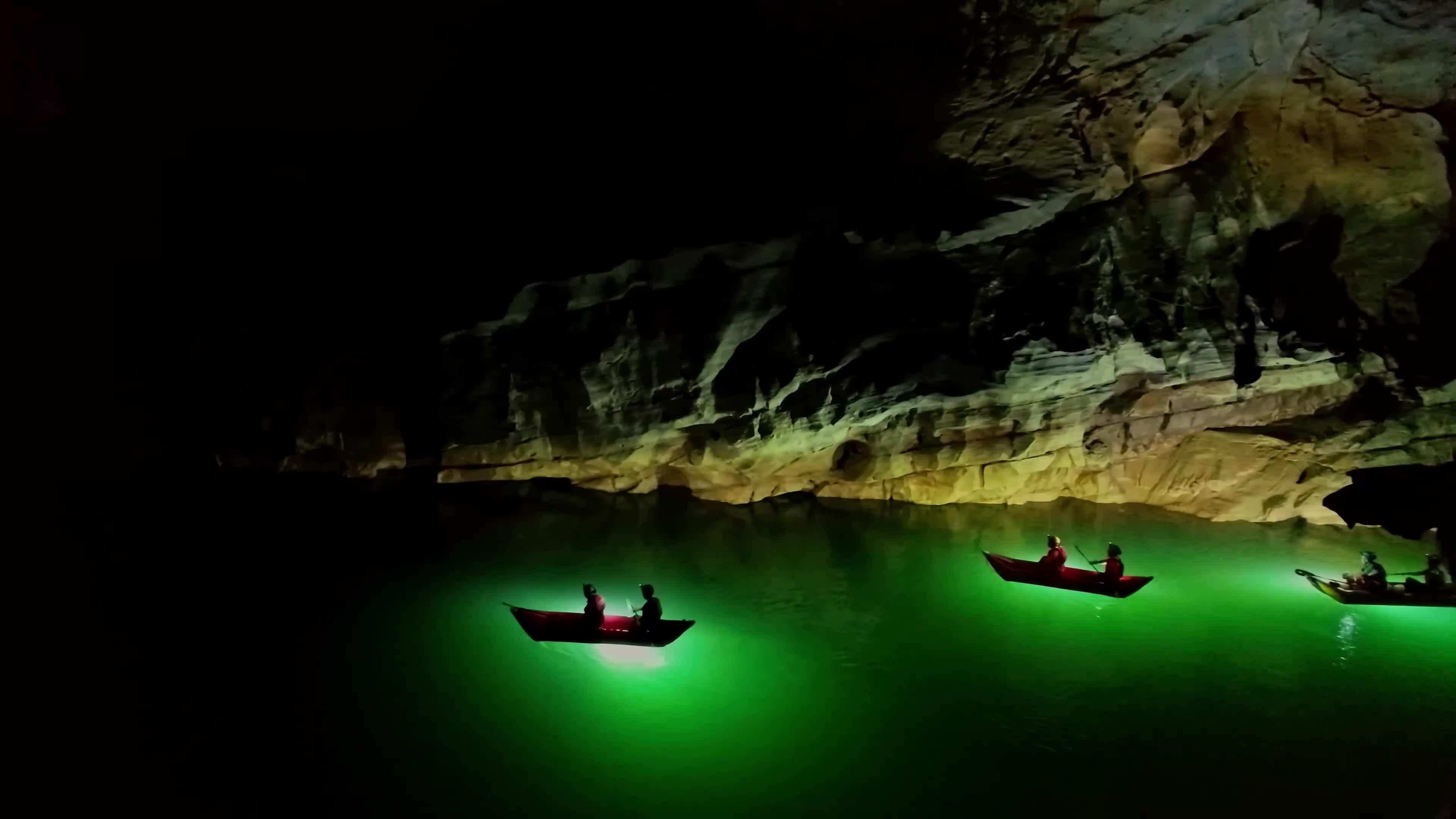 Bên trong hang động 2 triệu năm tuổi
