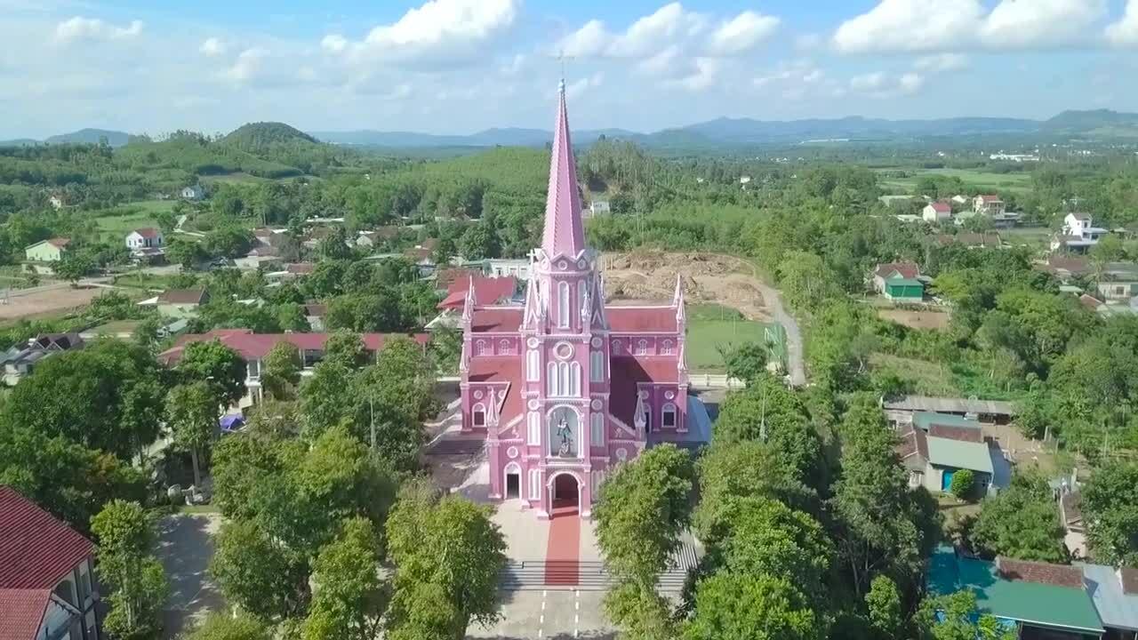 Nhà thờ màu hồng hơn 90 năm ở xứ Nghệ