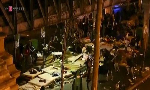 Street battle erupts at makeshift migrant camp in Paris