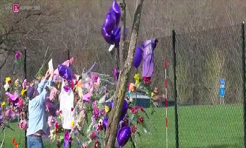 Fans mourn loss of 'Purple Rain' superstar Prince