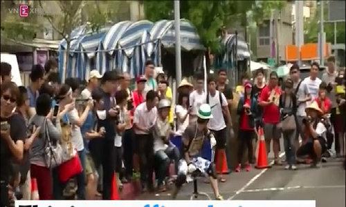 Office chair race rolls on in Taiwan