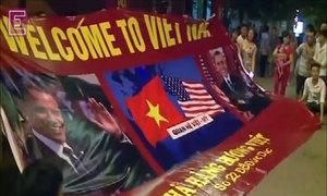 Excited Vietnamese greet Obama