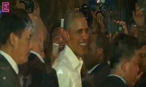 Obama eats Hanoi-style