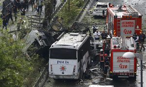 Two killed as car bomb hits police bus in Istanbul during rush hour