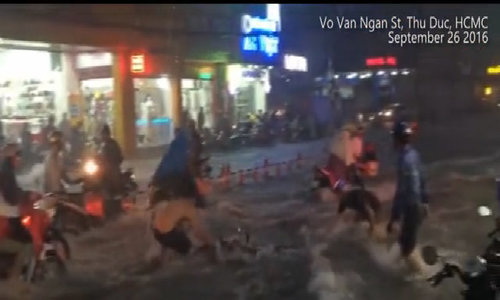 'Flash floods' sweep away motorbikes in Saigon