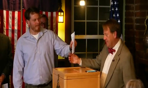 Clinton gets early win at Dixville Notch