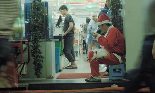 The skinny, part-time Santa of Saigon