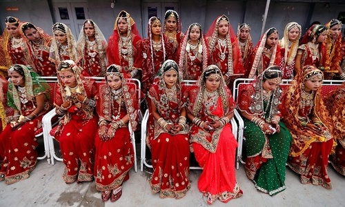 Indian businessman holds mass wedding