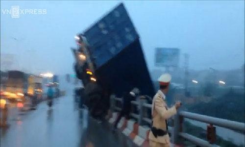 Truck plunges over Hanoi bridge in failed attempt to avoid road crash