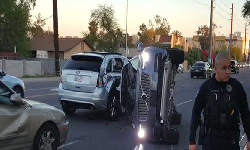 Uber halts driverless car program after crash in US