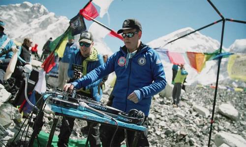 British DJ hosts world's highest party on Everest