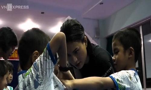 Saigon stunt actress teaches kids self-defense