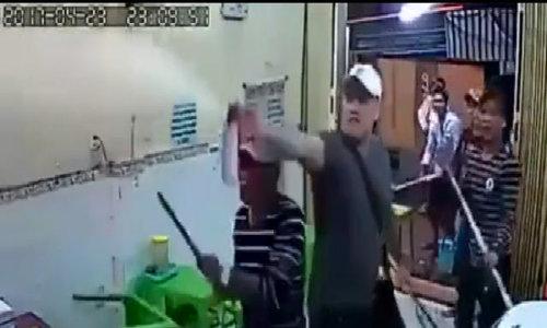 Police chase after hooligans smashing Saigon ice-cream shop