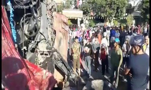 Gia Lai bus crash leaves 11 dead